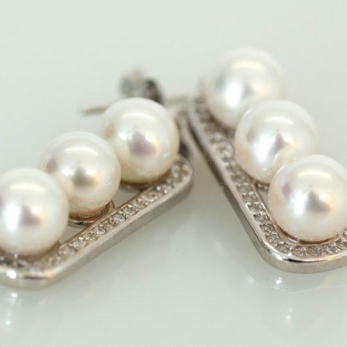 3 pearl bar earring