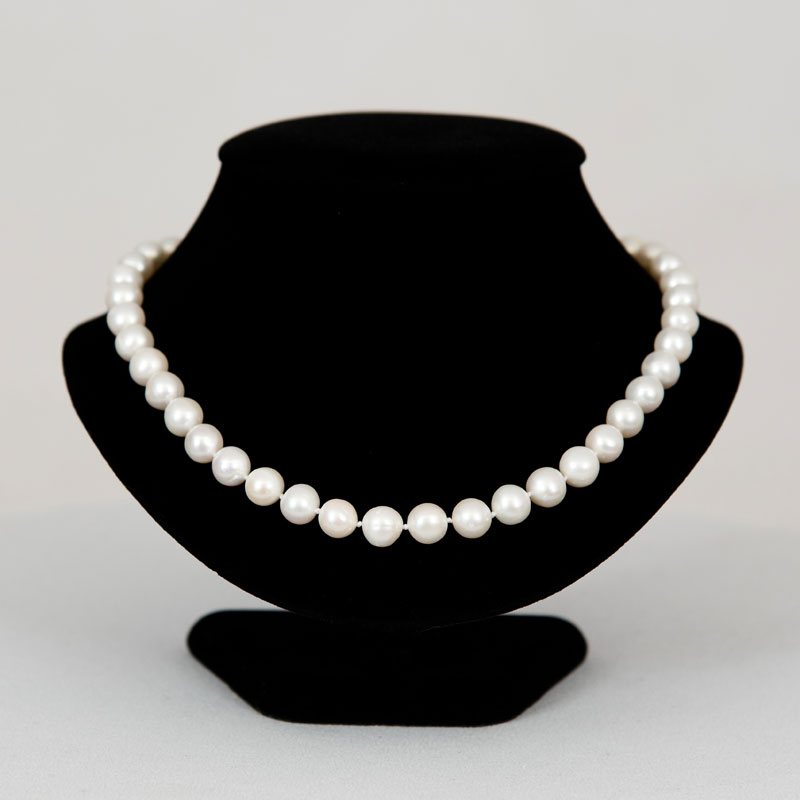 "Classic 18"" Pearl necklace"