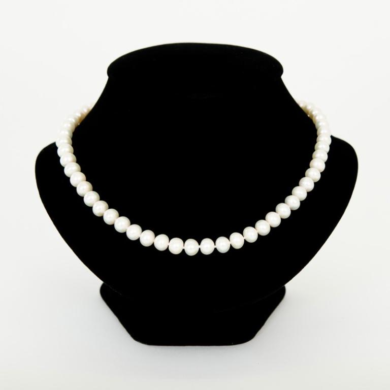 "Pearl necklace 18"" Semi Round"