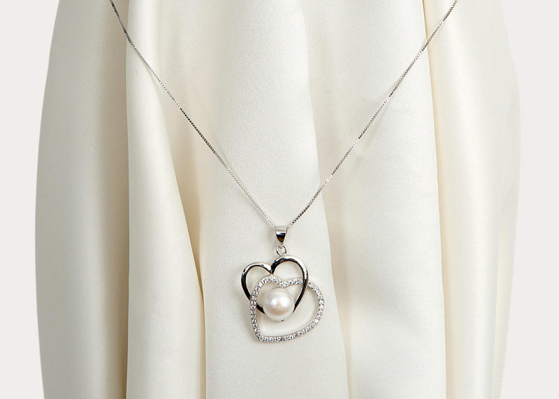 Silver heart and pearl pendant