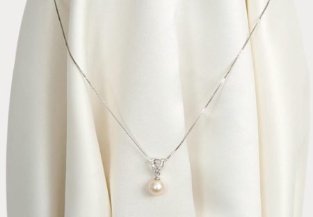 Pendant with perfect pearl