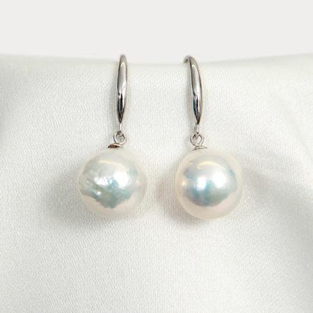 Fashion baroque pearl earrings