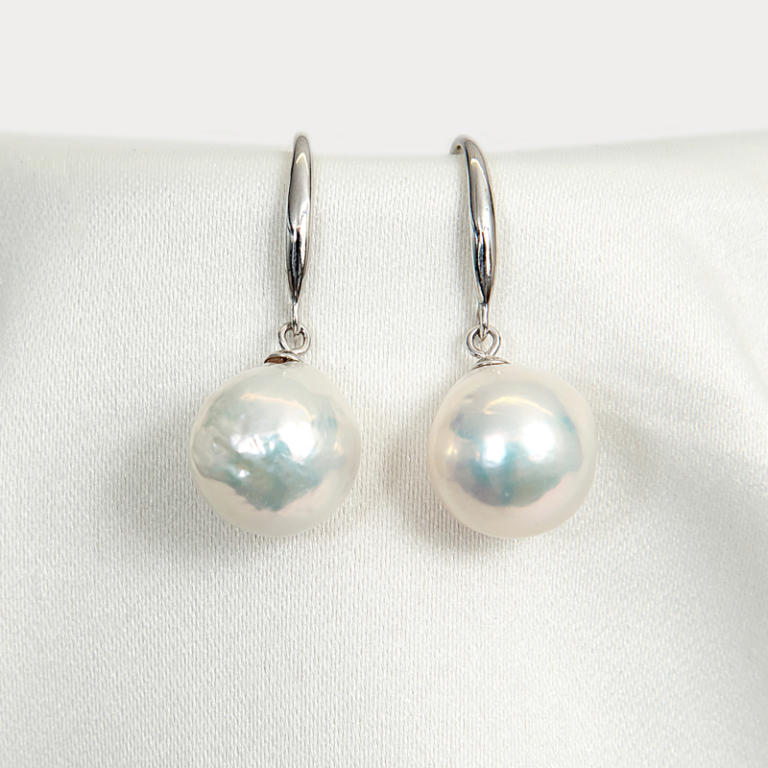 Fashion baroque pearl earrings