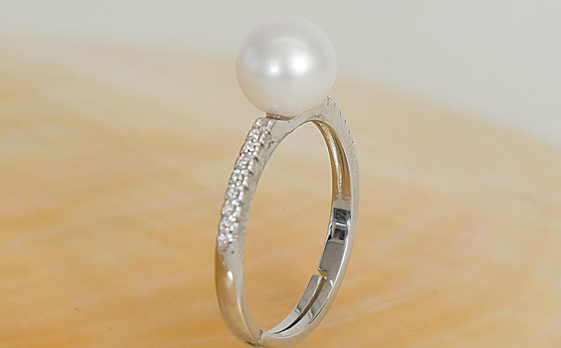 Pearl ring with diamonte
