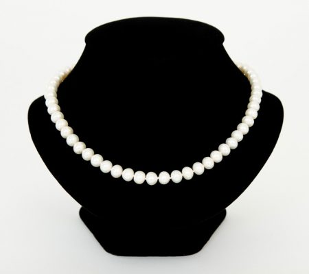 Pearl necklace 18